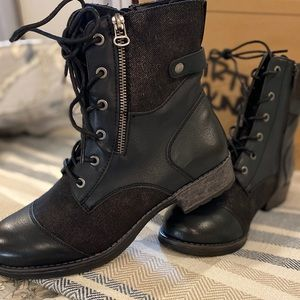 Dirty Laundry black, side zip boots. NWT size 10